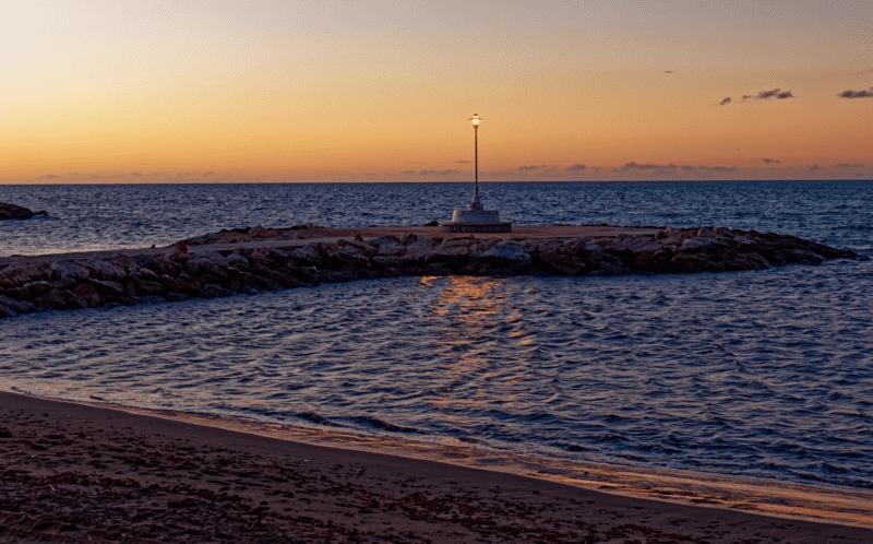 quiet-beaches-near-malaga
